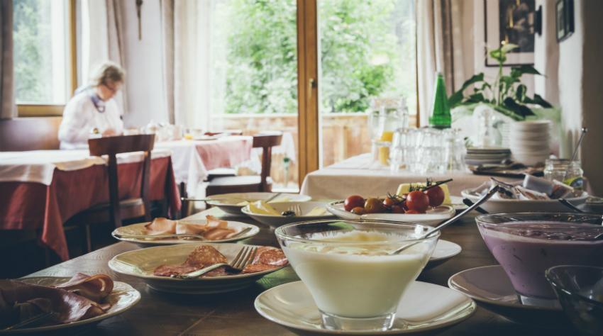 Kaminwurzen passen wunderbar auf einen umfangreichen Frühstücksteller