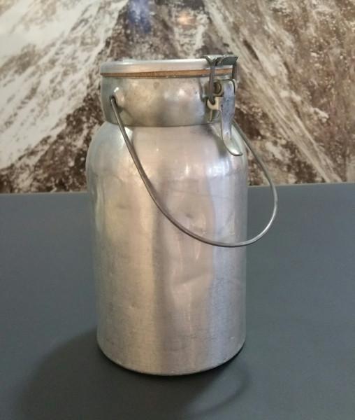 milchkanne-schnappverschluss.jpg
